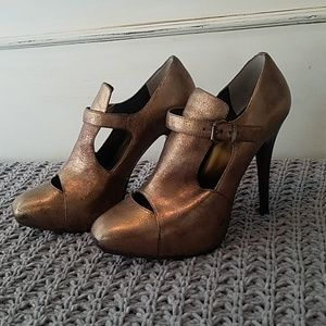 Max Studio Metalic Cut Out Leather Heeled Booties